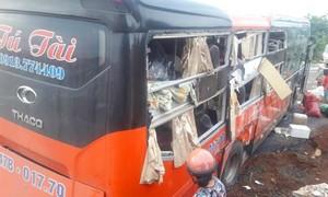 Hai xe khách tông nhau, 7 người bị thương