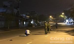 Hai thanh niên bỏ đi sau tai nạn, mặc người đàn ông nằm bất động