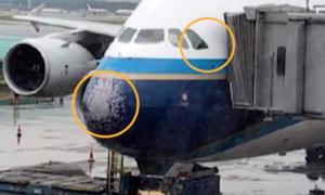 Máy bay vỡ kính, suýt 'thủng mũi' vì mưa đá