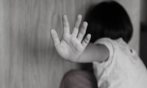 """""""Ma men"""" xâm hại tình dục con gái vì vợ bỏ đi"""