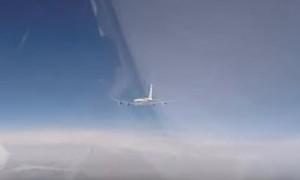 Clip Su-27 'hộ tống' hai máy bay do thám của Mỹ và Thụy Điển