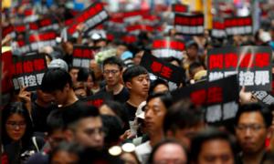Người Hong Kong xuống đường biểu tình đòi đặc khu trưởng từ chức