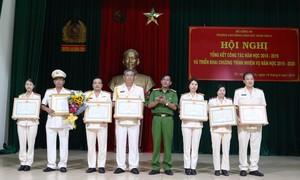 Hơn 360 tập thể, cá nhân được khen thưởng, tặng huy chương