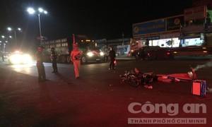 Thanh niên từ vong sau cú tông xe máy vào xe đầu kéo