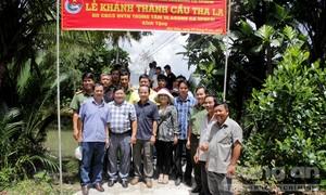 Khánh thành cầu Tha La và tặng học bổng cho học sinh nghèo