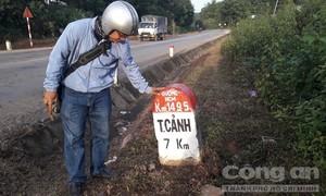 Cỏ hai bên đường Hồ Chí Minh chết cháy, dân tố bị phun thuốc diệt cỏ