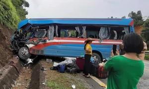 Tai nạn giữa xe khách và xe tải, 9 người thương vong