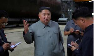 Kim Jong Un thị sát xưởng đóng tàu ngầm, gây quan ngại về phát triển tên lửa