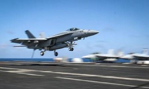 Tiêm kích F/A-18 của Mỹ rơi, 7 người dưới đất bị thương