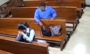 """Clip người đàn ông móc túi trong nhà thờ rồi """"xưng tội"""""""