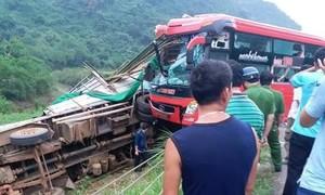 Tai nạn thảm khốc giữa xe khách và xe tải, 16 người thương vong