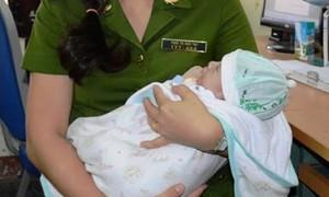 Bắt vợ chồng hờ mua trẻ sơ sinh mang ra nước ngoài bán