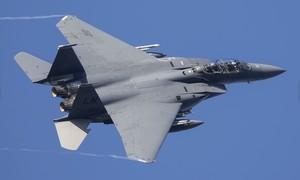 Hy hữu tiêm kích F-15 Mỹ suýt va chạm trên không với... người nhảy dù