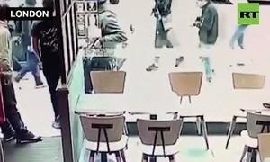 Clip thiếu niên 17 tuổi bị đâm chết vì ngăn cản nhóm bắt nạt