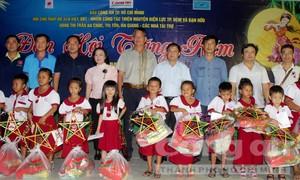 Mang Trung thu đến trẻ em vùng Bảy Núi