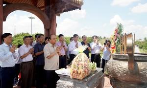 Thủ tướng dâng hương các Anh hùng liệt sỹ tại Thành cổ Quảng Trị