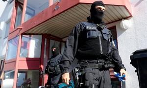 """Cảnh sát Đức triệt phá đường dây buôn người """"khủng"""", tạm giữ 9 người Việt"""