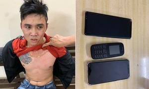 Hình sự đặc nhiệm Công an TPHCM khóa tay kẻ nghiện đi giật điện thoại
