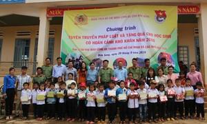 Tặng 200 phần quà cho học sinh nghèo tỉnh Đắk Nông