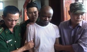 Bắt 2 người Nigeria đưa 15kg ma túy từ Tam giác vàng về Việt Nam