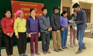 Báo Công an TP.HCM trao 100 suất quà cho người nghèo đón Tết