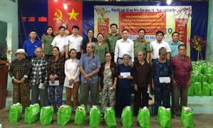 Tặng quà Tết cho bà con nghèo tỉnh Bình Thuận