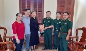 Tặng quà Tết cho bộ đội biên phòng và học trò nghèo ở Cần Giờ