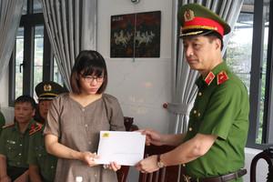 Lãnh đạo Bộ Công an và Công an TPHCM thăm gia đình cán bộ Công an hy sinh