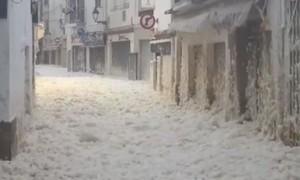 Clip thành phố bị nhấn chìm trong bọt biển, 4 người chết