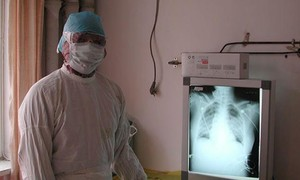 Chuyên gia hàng đầu về hô hấp của Trung Quốc bị nhiễm virus Vũ Hán