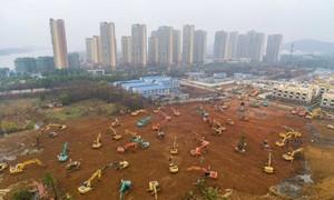 Clip cận cảnh công trường xây bệnh viện ở Vũ Hán đối phó viêm phổi cấp