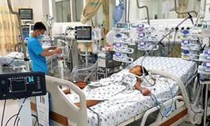 Xuyên Tết, bác sĩ đưa bé gái 9 tuổi từ 'cửa tử' trở về