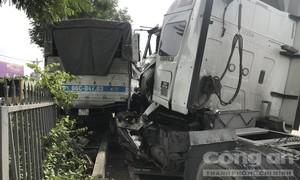 TPHCM: Tài xế dừng xe giữa quốc lộ đi vệ sinh, gây tai nạn nghiêm trọng