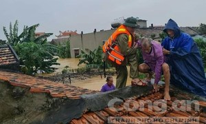 Quảng Bình: Nước lũ đang xuống, nhiều nơi vẫn bị chia cắt, khó tiếp cận