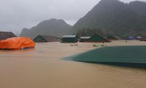 Quảng Bình vẫn còn hơn 43.000 ngôi nhà vẫn đang chìm trong nước lũ
