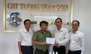 Công ty Cát Tường Seafood  tặng 100 triệu đồng hỗ trợ người dân vùng lũ