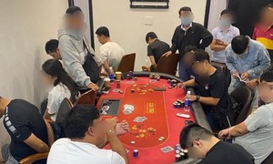Phá sòng bạc poker trong khu Palm Residence cao cấp ở Sài Gòn
