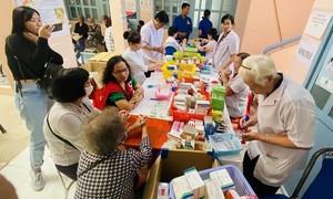 Tặng quà, khám bệnh cho hơn 300 hộ dân huyện Bình Chánh