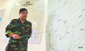 Dùng gùi cõng lương thực cắt rừng tiếp tế cho 3000 dân ở Phước Sơn