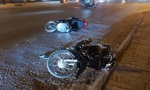 Bị cướp giật trong đêm, cô gái đuổi theo ép ngã xe tên cướp