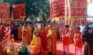 Cung rước tượng Phật bằng ngọc nguyên khối nặng 3,8 tấn về chùa Quỳnh Lâm