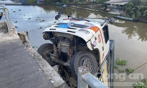 Không tuân theo biển cấm, xe tải làm sập cầu, rớt xuống kênh
