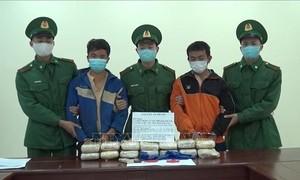 Bắt 2 người nước ngoài cùng 90.000 viên ma túy