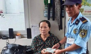 Bảo vệ bệnh viện nhặt được 100 triệu đồng, trả người mất