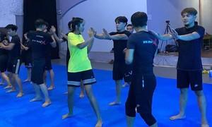 H'Hen Niê hăng say tập võ chuẩn bị cho vai nữ chính đầu tay