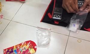 Theo dấu con nghiện bắt hai kẻ mua bán ma túy