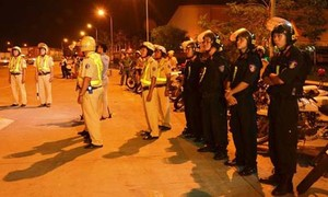 """Dùng giấy tờ giả mạo nhận công an """"giải cứu"""" xe vi phạm ở Sài Gòn"""