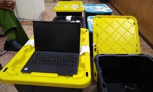 Việt kiều bị bắt tại sân bay Tân Sơn Nhất cùng 207 máy tính nhập lậu từ Mỹ