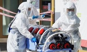 """Số ca nhiễm tăng vọt, Hàn Quốc """"khẩn cấp""""chống dịch nCOV"""