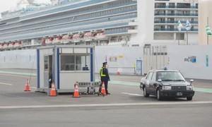 Nhân viên y tế Nhật sơ suất, để khách nhiễm nCoV rời du thuyền